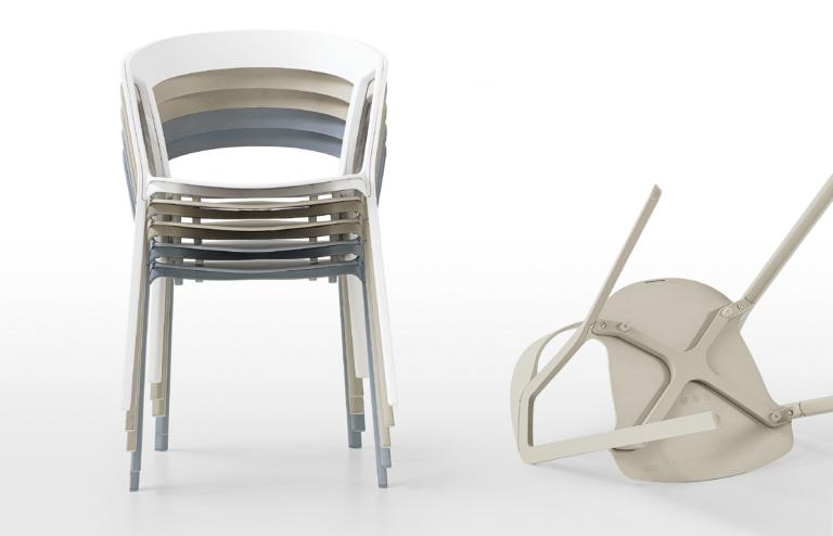 Krzesła Kristalia Compas