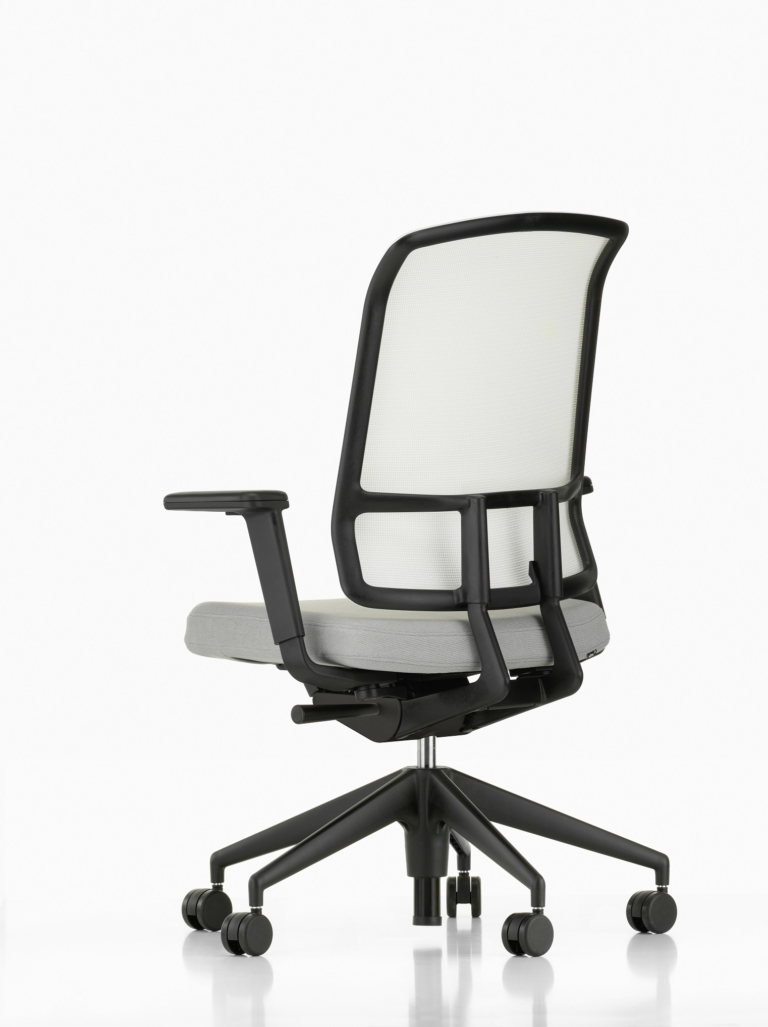 AM Chair_1535929_master — kopia
