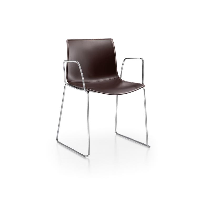 Arper_Catifa46_chair_sled_armrest_hard-leather_0278BV