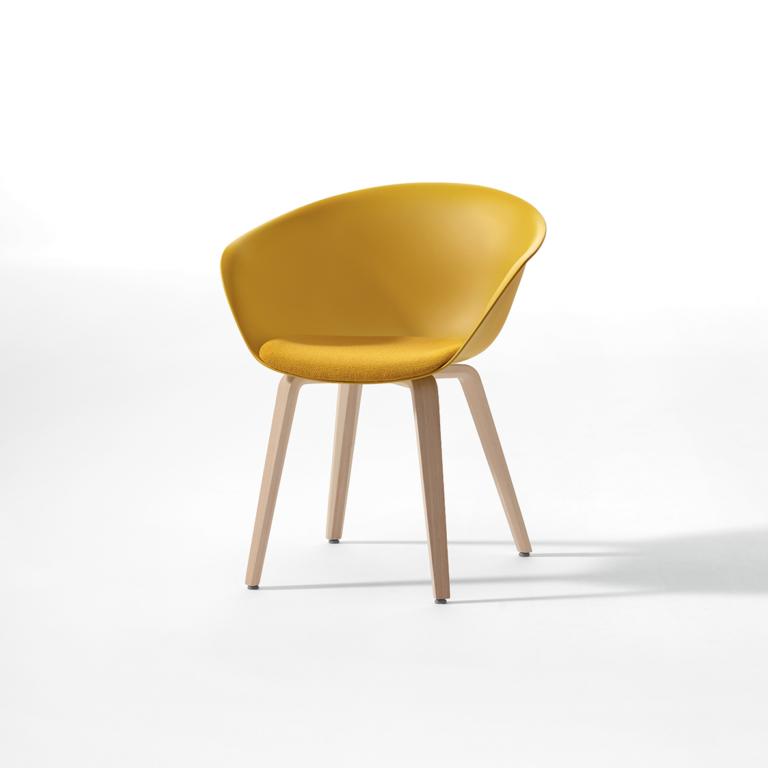 Arper_Duna02_armchair_MarcoCovi_4woodlegs_cushion-upholstery_4223_1