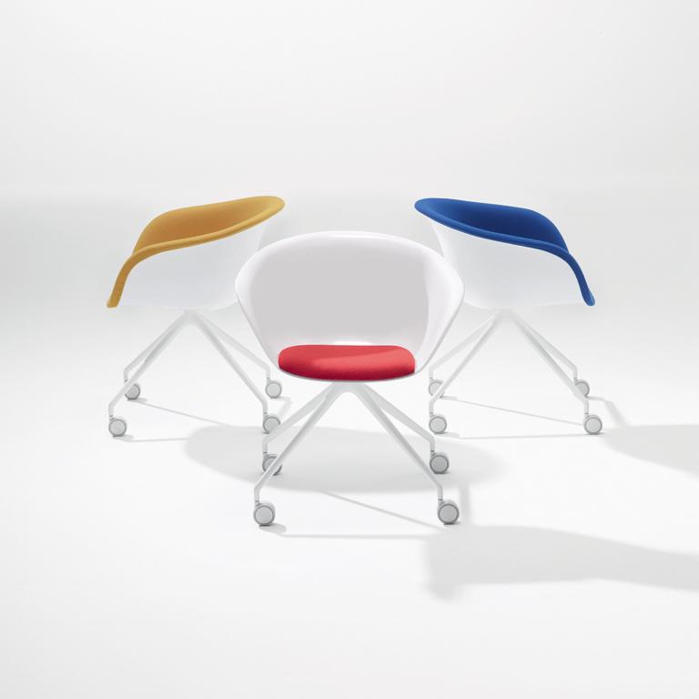 Arper_Duna02_armchair_MarcoCovi_trestle-fixed_cushion-upholstery_4227