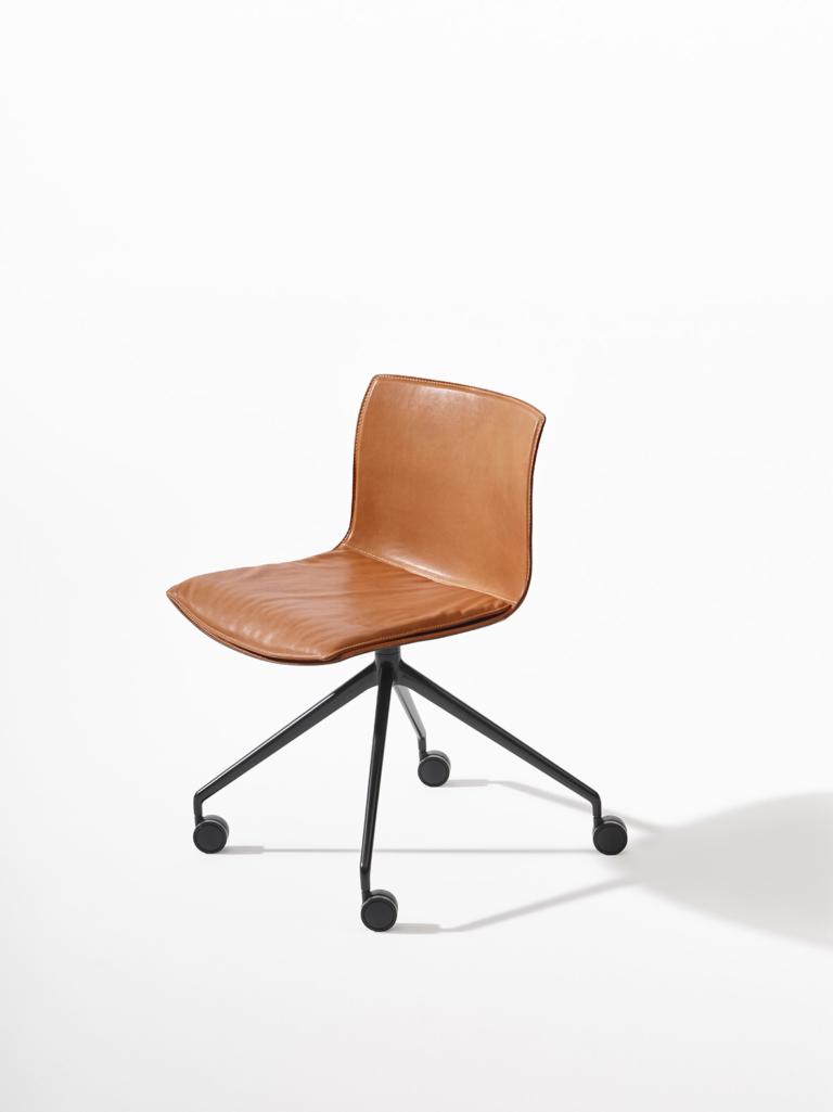 Arper_Catifa53_MarcoCovi_chair_V39_trestle-fixed_leather_2055