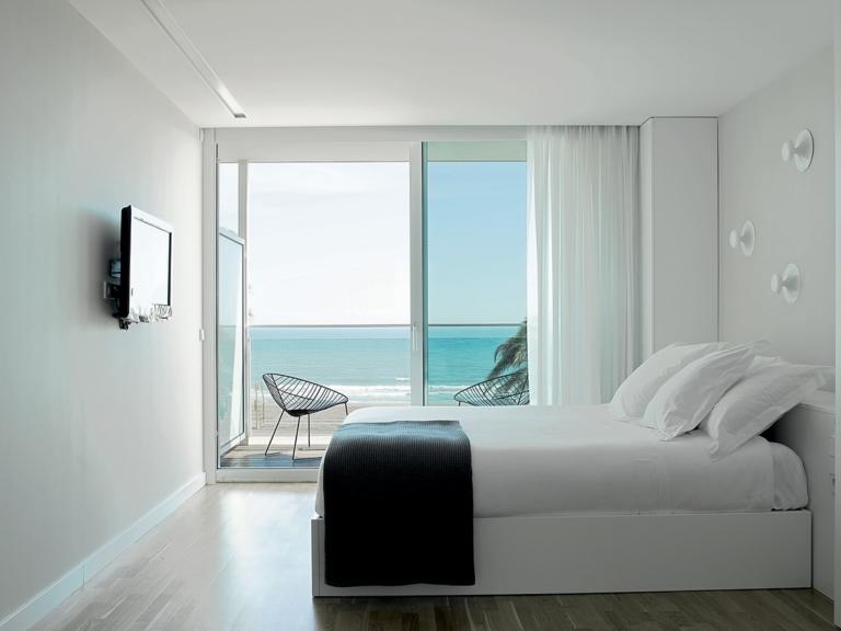 Arper_Leaf_lounge_sled_HoteldelaPlaya_V34_1803