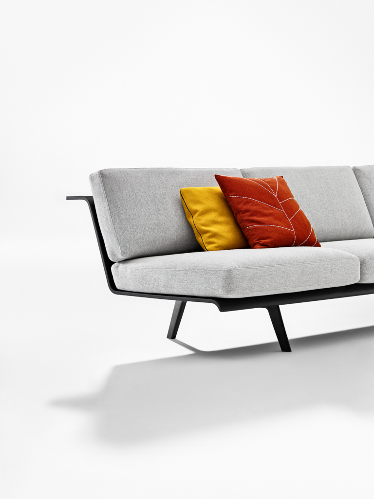 Arper_Zinta_Lounge_sofa_modular_MarcoCovi_3-seats_4404_3