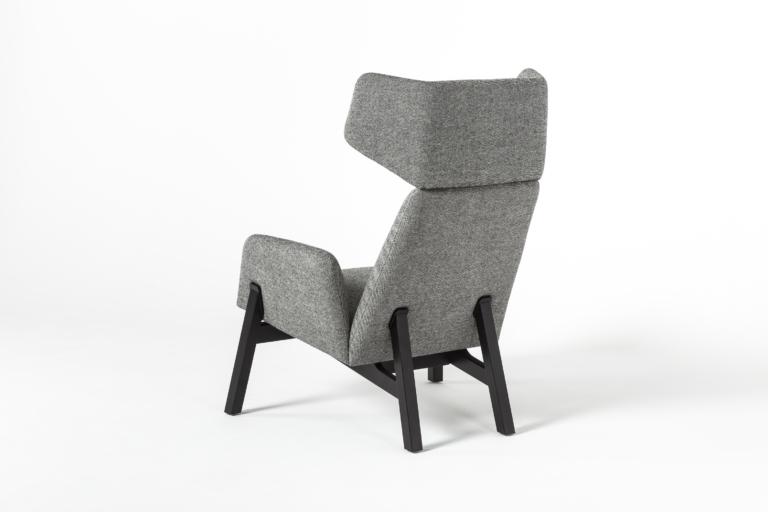 Manta_lounge_armchair_wooden_legs_packshot_4