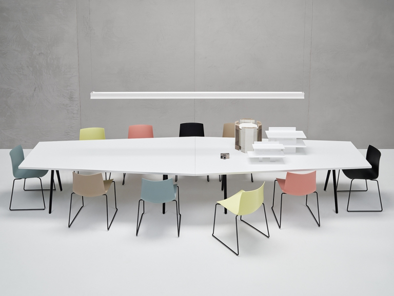 Arper_Meety_MarcoCovi_table_V39_h74_trapezoidal_LM1_120-80x240cm_5412_4